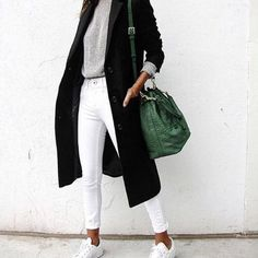 Nice outfit! #outfit #ootd #fashion #fashionbag #greenbag #baggreen