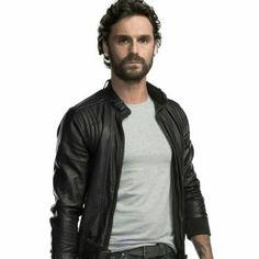 Ivan Sanchez es Miguel/M8 en Señorita Polvora.Gran Estreno Esta Noche por TNT.