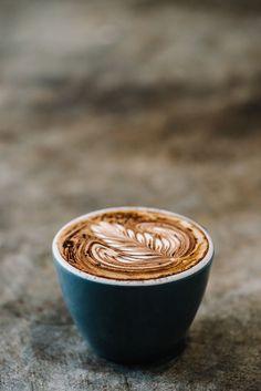 Encantadores recortes como este podrás encontrar en http://www.cafescaballoblanco.com/blog/coffee-art/