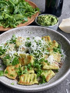Broccoli gnocchi met pesto en geitenkaas – Beaufood Broccoli gnocchi with pesto and goat cheese, Healthy evening meals, Vegetarian evening Easy Healthy Recipes, Veggie Recipes, Vegetarian Recipes, Easy Meals, I Love Food, Good Food, Low Carb Brasil, Evening Meals, Clean Eating Snacks