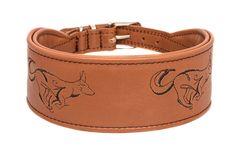 """Dieses bestickte Lederhalsband """"Running Dog"""" vermittelt Dynamik, Stärke und Kraft. Breite ca. 5 cm,  erhältlich in verschiedenen Lederfarben."""