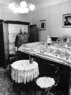 Falusi tisztaszoba 1970 Retro Vintage, Traditional, Interior Design, Bed, Inspiration, Furniture, Facebook, Roots, Travelling