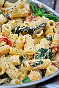 This vegan Tuscan Rigatoni is perfection! Garlicky spinach and sun dried tomatoes cooked in white wine and mixed with cashew cream, tossed with rigatoni! food pasta recipes white wines Vegan Tuscan Rigatoni - Rabbit and Wolves Vegan Dinner Recipes, Whole Food Recipes, Cooking Recipes, Beef Recipes, Vegan Vegetarian, Vegetarian Recipes, Healthy Recipes, Vegan Raw, Manger Healthy