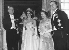 Felipe de Edimburgo e Isabel II de Inglaterra con Sylvia y Carl XVI Gustaf de Suecia