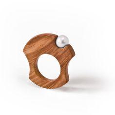 Hand made wooden ring with pearl by Essenze Gioielli www.essenzegioiel...