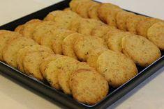 Tarun Taikakakut: Leilan parmesaanikeksit (Leilas parmesankex) Cornbread, Ethnic Recipes, Food, Millet Bread, Essen, Meals, Yemek, Corn Bread, Eten