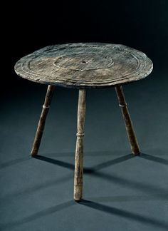 Trossingen grave 58 Small round table. The table top with a diameter of 55 cm was turned from a piece of maple.  (Archaeological Museum of Baden-Württemberg. Photo: Manuela Schreiner) The legs are three separate lathed spindles which are attached to the board via three separate angled holes drilled through the board.