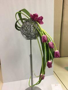 Contemporary Flower Arrangements, Creative Flower Arrangements, Flower Arrangement Designs, Ikebana Flower Arrangement, Ikebana Arrangements, Beautiful Flower Arrangements, Unique Flowers, Flower Designs, Exotic Flowers