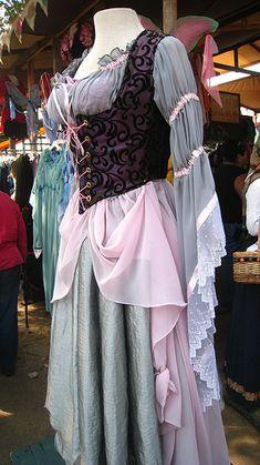 renaissance dress by Ƹ̵̡Ӝ̵̨̄Ʒ Ƹ̵̡Ӝ̵̨̄Ʒ Ƹ̵̡Ӝ̵̨̄Ʒ, via Flickr