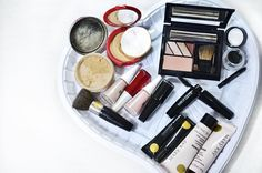 """155 curtidas, 9 comentários - Larissa Rsan - Mundo Delicado (@larissarsan) no Instagram: """"Qual seu amorzinho? Eu simplesmente amo cosméticos! #make #maquiagem #cosmeticos"""""""