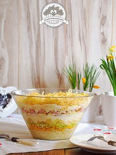 """Ta sałatka to nasz domowy klasyk :) W skrócie mówimy na nią """"sałatka z ananasem"""", ale pysznych genialnie się uzupełniających składników ... Chicken Egg Salad, Good Food, Yummy Food, Polish Recipes, Food Design, Bon Appetit, Salad Recipes, Serving Bowls, Catering"""