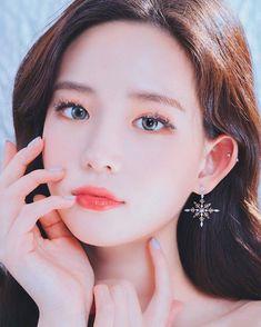 Photoshoot Inspiration, Makeup Inspiration, Aesthetic People, Model Face, Korean Fashion Trends, Korean Makeup, Everyday Makeup, Female Portrait, Beautiful Asian Girls