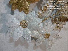 Cómo hacer nochebuenas con plástico desechable | Manualidades Plastic Bottle Flowers, Plastic Bottles, Bead Crafts, Diy And Crafts, Water Bottle Crafts, Magic Hands, Bottles And Jars, Floral Embroidery, Merry Christmas