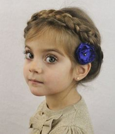 Vous voulez surprendre votre petite fille par une coiffure mignonne ? Trouvez alors nos 90 idées coiffure petite fille qui vius feront craquer