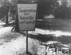 Po 1945, Zgorzelec (Gorlitz), Polska.  Tablica z napisem zabraniającym spacerów wzdłuż Nysy Łużyckiej.  Fot. NN, z dziennika dr Franciszka Scholza, udostępniła Elżbieta Buława.