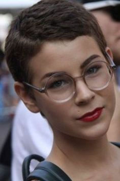 Short hair pixie cut hairstyle with glasses ideas 38