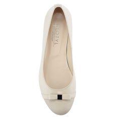 429e1b31cf Elegáns, bézs színű lapos női cipő | ChiX.hu cipő webáruház Bézs színű  elegáns