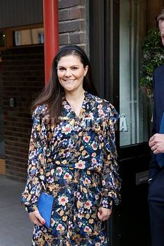 7 May 2018 - Crown Princess Victoria attends a dinner made of wasted food at Restaurant ReTaste in Stockholm - dress by Gestuz, sandals bu Yves Saint Laurent, clutch by Malene Birger Princess Victoria Of Sweden, Princess Estelle, Crown Princess Victoria, Queen Silvia, Queen Elizabeth Ii, Olaf, Prince Daniel, British Royal Families, Swedish Royals