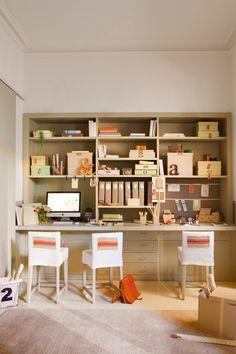 Estudio realizado con una librería escritorio a medida de color verde 00378377