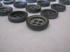 50 Stück Hemdknöpfe 4 loch Grausilber,Durchmesser ca.15 mm,Neu,Lübecker Knopfmanufaktur von Knopfshop auf Etsy