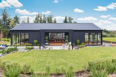 Bunkhouse Plans 488992472038487513 - The simple sophisticated lines of the Longhouse Source by Modern Barn House, Barn House Plans, Barn Style Houses, Metal Building Homes, Building A House, Style At Home, Shed Homes, Pole Barn Homes, Facade House