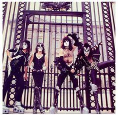 80s Hair Metal, Hair Metal Bands, Rock N Roll Music, Rock And Roll, Kiss Group, Kiss Logo, Buckingham Palace London, Detroit Rock City, Kiss Images