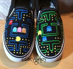 Custom hand painted Pac Man Vintage Toddler Children or Adult shoes Painted Canvas Shoes, Custom Painted Shoes, Painted Sneakers, Hand Painted Shoes, Painted Vans, Disney Painted Shoes, Vans Converse, Geek Mode, Pac Man