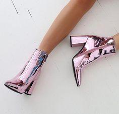 Empire Pointed Toe Stiefeletten in Pink Metallic - - Diy-Damenschuhe Cute Shoes, Me Too Shoes, Shoe Closet, Shoe Shoe, Crazy Shoes, Crazy High Heels, Pink High Heels, Mode Inspiration, Fashion Inspiration