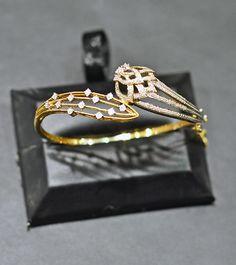 How Make Gold Jewelry Diamond Bracelets, Gold Bangles, Diamond Jewelry, Bangle Bracelets, Gold Jewelry, Jewelery, Vintage Jewelry, Tanishq Jewellery, Pakistani Jewelry