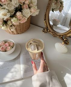 Classy Aesthetic, Beige Aesthetic, Coffee Shop Photography, Cute Babies Photography, Luxury Flowers, Princess Aesthetic, Latte Art, Coffee Love, Girly Things