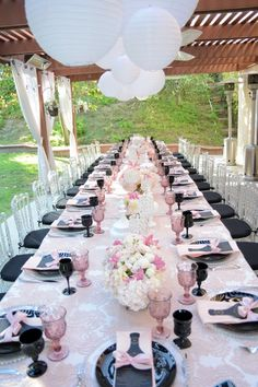Love-Is-In-The-Air-Bridal-Shower-Guest-Table