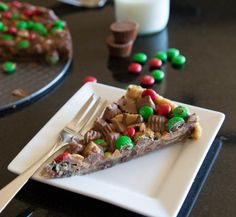 Gluten Free Peanut Butter Cup Cookie Pizza