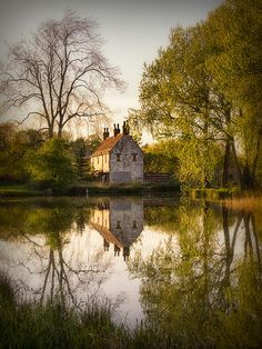Gamekeeper's Cottage, Cusworth England,Doncaster, South Yorkshire, England. Photo by Ian Barber. Cottages Anglais, Beautiful Homes, Beautiful Places, South Yorkshire, Yorkshire England, England Uk, Cabins And Cottages, English Countryside, Cozy Cottage
