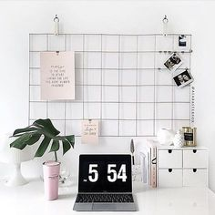 The time is NOW to start living the life you have always imagined. What daily reminders get you through each day? @businesschicks = #levoofficegoals. #officeoftheweek
