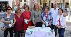 MOTRIL.La alcaldesa de Motril, Flor Almón, ha mostrado su apoyo a la Asociación Española Contra el Cáncer en su jornada de cuestación anual, que recoge fondos para