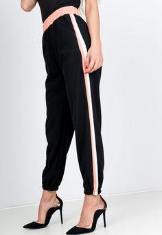 Čierne dámske tepláky v ružovo-bielym pásom na boku a ružovým elastickým pásom. Tepláky majú v spodnej časti lem, bočné vrecká a vysoký pás. Harem Pants, Sweatpants, Spandex, Fit, Fashion, Moda, Harem Trousers, Shape, Fashion Styles