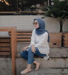 Street Hijab Fashion, Modern Hijab Fashion, Muslim Fashion, Fashion Outfits, Casual Hijab Outfit, Hijab Chic, Ootd Hijab, Hijab Fashion Inspiration, Hijab Bride