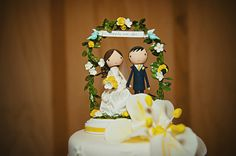 Ok, I'm not a big fan of cake toppers...but these are pretty adorable