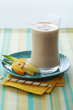 Quick Protein Power Chiquita Banana Smoothie Recipe: Heres a simple and delicious way to add protein to fresh fruit and juice. (This has bananas, tofu, pineapple juice, and orange juice in it. Tofu Smoothie, Banana Protein Smoothie, Juice Smoothie, Smoothie Drinks, Healthy Smoothies, Smoothie Recipes, Power Smoothie, Protein Fruit, Hemp Protein