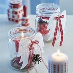 Prepare gifts from the kitchen and give them to your loved ones Gifts from the kitchen in glass with pillar candles Source by freshideen Christmas Candles, Winter Christmas, Christmas Holidays, Christmas Ornaments, Christmas Projects, Holiday Crafts, Theme Noel, Mason Jar Crafts, Mason Jars