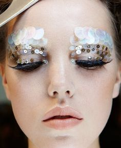 Runway Makeup~~~^_^~~~ A large area of shiny sequins, suddenly let eyes add cent many oh.