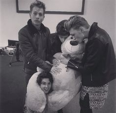 The vamps with a new member of the band? Will Simpson, Brad Simpson, Bradley The Vamps, Artsy Background, James 3, New Hope Club, My Soulmate, Debut Album, Playing Guitar