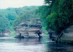 Boat Tour of Wisconsin River, Lower Dells.  Wisconsin Dells Boat Tours.