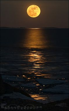 Amazing Snaps: Super moon, Georgian bay - Lake Huron, one of the five Great Lakes of North America | See more