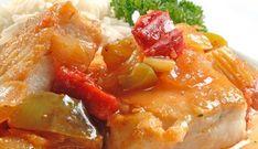 Mero en salsa criolla Peruvian Cuisine, Peruvian Recipes, Puerto Rican Dishes, Fish Recipes, Yummy Recipes, Seafood, Menu, Yummy Food, Favorite Recipes