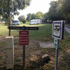 Schön  L`etang de la Roche ist ein kostenfreier Stellplatz. Eine große Rasenflächen mit angrenzendem Spie... #algarve #portugal_em_fotos #portugal #vanlifeportugal #camperlife #onroadlife #vanlifediaries #homeiswhereyouparkit #vanlife #campingleben #happycamper #myvanobsession #happytruck #rumtreiberin #livinginacamper #lifeonroad #lebenaufdemparkplatz #buslife #homeonwheels #lebenaufrädern #lebenimwohnmobil