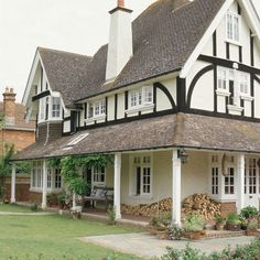 Edwardian houses offer spacious rooms, wide staircases and Parquet flooring