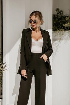 Prom Suit Outfits, Formal Suits For Women, Black Suit Wedding, Fancy Suit, Pantsuits For Women, Look Vintage, Suit Fashion, Black Milk, Red Black