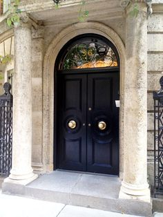 Idea for numbers on front door.Gorgeous Black Doors in NYC~An elegant statement starts at the front door! Front Door Entrance, Front Entrances, Grand Entrance, Entry Doors, The Doors, Windows And Doors, House Entrance, Doorway, Entrance Foyer