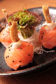 Sake Sushi Balls – salmon sushi balls with cream cheese and crispy salmon skin